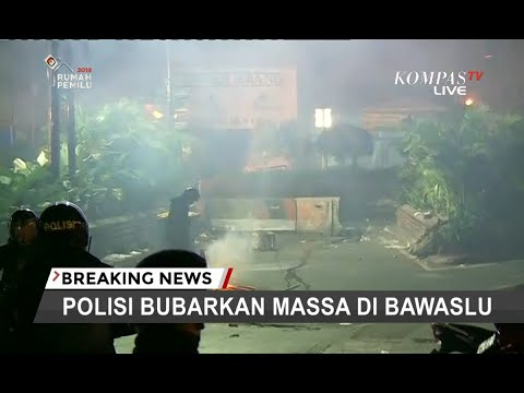 [TERBARU] Kebakaran Terjadi Di Pasar Tanah Abang, Lokasi Bentrok Massa Aksi Bawaslu