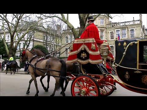 В Великобритании российский посол вручил верительные грамоты королеве.