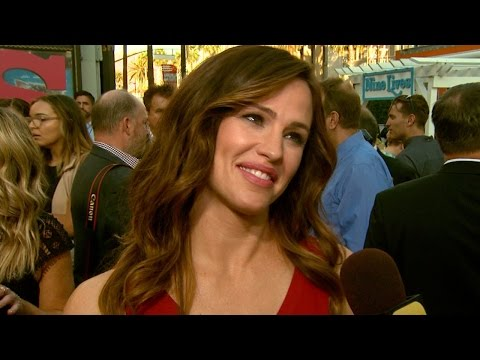Jennifer Garner Is 'Not Ruling Out Dating In The Future' Source Says