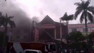 Subhanallah, Allahu Akbar, Foto dan Video Asli Lafaz Allah Saat Ramayana Pekanbaru Riau Terbakar