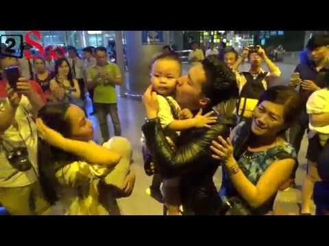 Quốc Cơ - Quốc Nghiệp oà khóc, ôm chầm bố mẹ, vợ con khi trở về nước