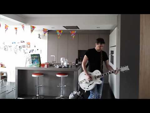 Playing on my Gretsch White Falcon Billy Duffy signature version