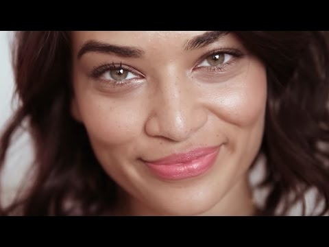Shanina Shaik's Trick For The Perfect Nude Lip