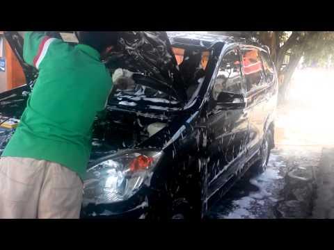 Cara mencuci mesin mobil