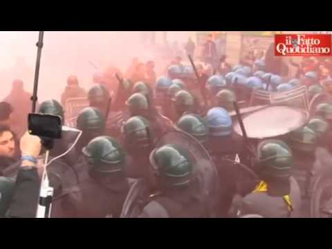 Protests in Italy over job reforms & Proteste in Italia oltre riforme lavoro