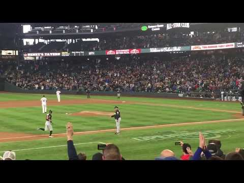 Ichiro Suzuki last at bat in Seattle - home run