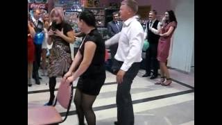 классный конкурс на свадьбе с шариком.
