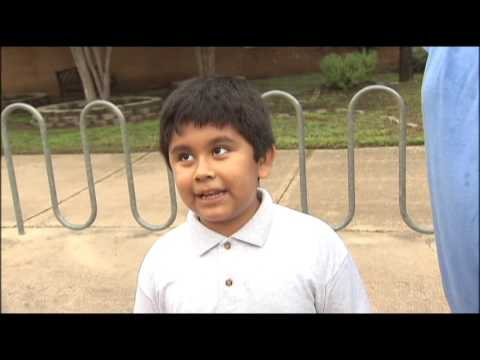 Excited 4th Grader Talks to FOX 7 On First Day Of School | 8/22/16
