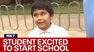 شاهد... أكثر طفل متحمس لعودة الدراسة في العالم .. فيديو