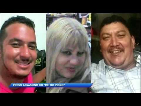 Homem que matou ex-marido da namorada ri ao ser preso