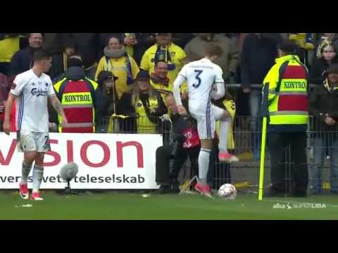 Brondby supporters throw rats at FC Copenhagen players