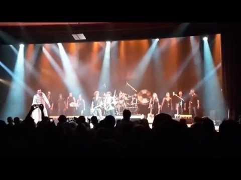 I ragazzi del MAS coristi al concerto dei Queen Mania