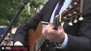 Paul Simon performs