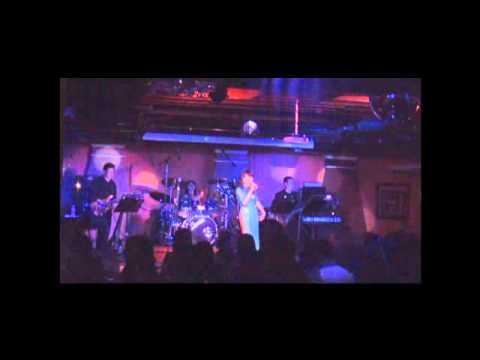"Mai Thien Van ""Gap Nhau Lam Ngo"" @ V3 Club, Virginia - 1/15/11"
