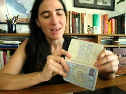 Yoani Sánchez y un pasaporte muy peculiar - YouTube