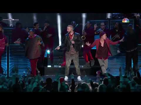 "Justin Timberlake performing ""I'm bringing sexy back"" at Super Bowl 52"