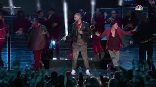 """Justin Timberlake performing """"I'm bringing sexy back"""" at Super Bowl 52"""
