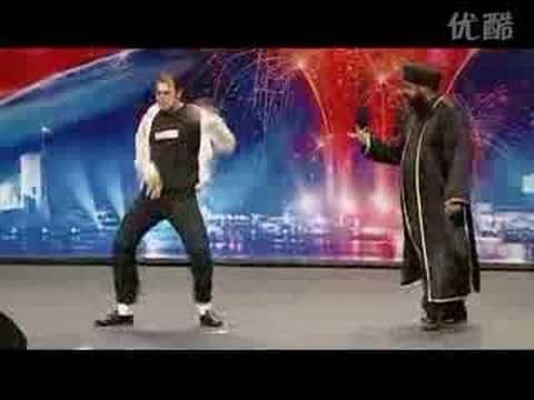 哈哈!迈克尔杰克逊模仿超级搞笑震惊评委!