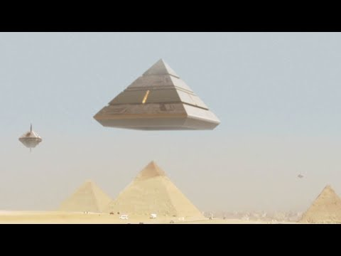 Amazing UFO Mothership lands on GIZA PYRAMID - Ancient Aliens are BACK !!!