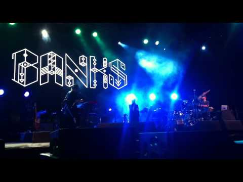 BANKS - Beggin For Thread live in Jakarta