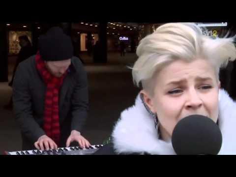 Robyn - Show Me Love ( Live Sergels Torg, Stockholm 2010 )