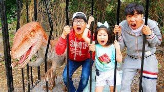 بولام اللعب في متنزه مع الديناصورات!