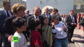 По дороге в Кремль Путин и Меркель сфотографировались с детьми