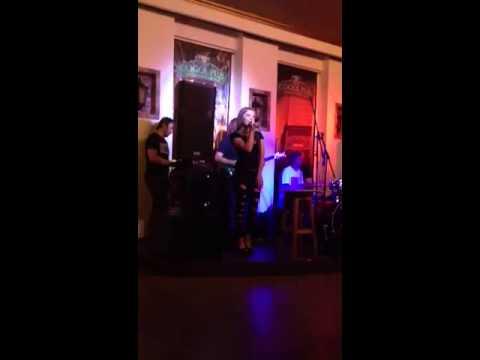 Hot Ukrainian chick singing Venus