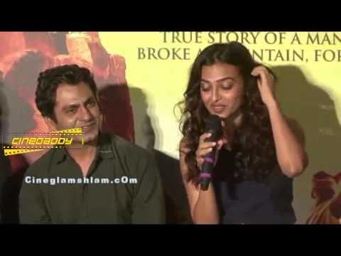 Radhika Apte Talks about Her Sex Scene with Nawazuddin in Manjhi @ Manjhi The Mountain Man!   TRAILE thumbnail