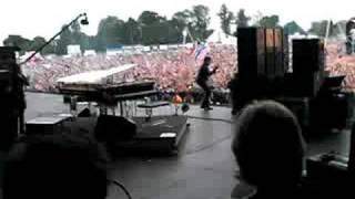 Lenny Kravitz backstage at V Festival 2008 (2)