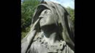 Mon propre vidéo-clip de Restless avec des photos de statues du cim...