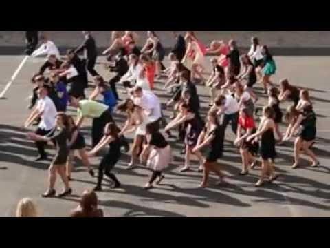 500f09e9 Bal gimnazjalny - taniec absolwentów