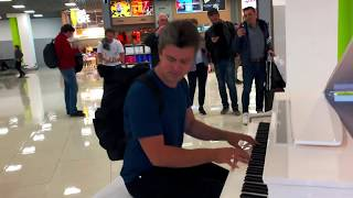 Gambar cover Airport open piano / Evgeny Khmara
