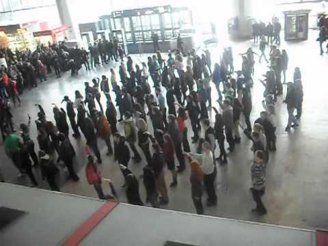 Видео, Флешмоб на Курском вокзале 01.04.12.AVI