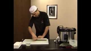 Как приготовить запеченные роллы.avi(Мастер-класс:Как приготовить запеченные роллы. Сеть магазинов Суши Шоп. http://www.sushishop.ru/, 2012-05-16T09:06:14.000Z)