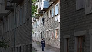 В Кирове мужчина через окно забрался в квартиру  mp4