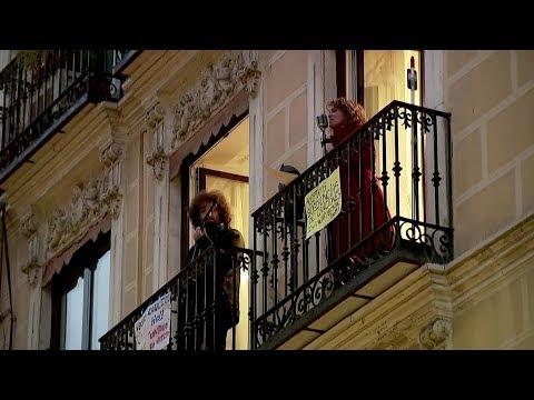 Spanish singer livens