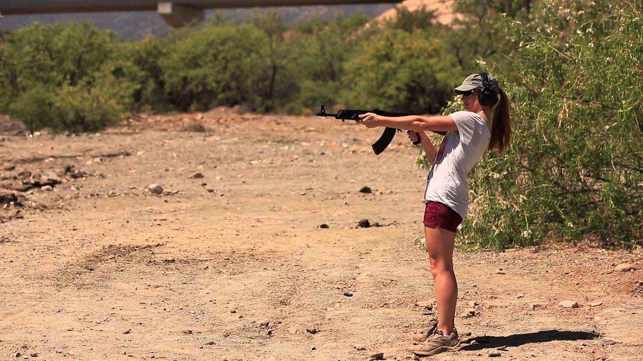 Girl mercenary with ak-47 rifle — Stock Photo © zim90