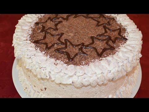 Бисквитный торт со сливочным кремом и бананами