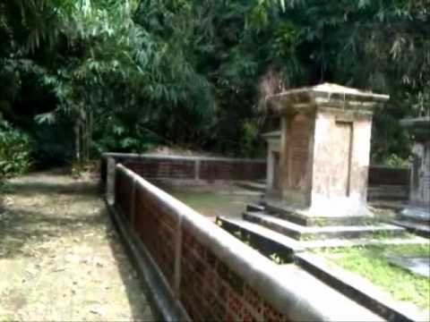 Dutch Graveyard - Kuburan Belanda - Bogor Botanical Gardens - Indonesia Travel Guide (Tourism)