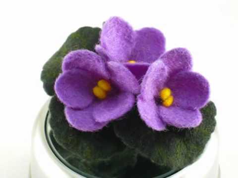 Войлочная брошь «Цветы Усамбары»