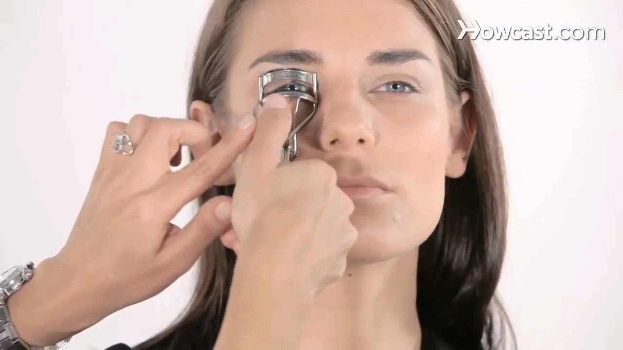 how to use eyelash curler. how to use an eyelash curler - makeup tutorials