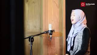 Download Lagu Hanya Segenggam Setia - Rahmat Cover By Leviana mp3