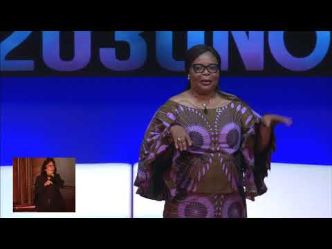 LEYMAH GBOWEE Gives A Powerful Speech At Social Good Summit