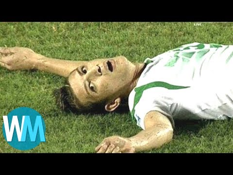 Top 10 Des MOMENTS Les Plus CHOQUANTS Du FOOT !