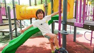 おでかけ マレーシア大きな公園で遊ぼう!いろいろな遊具があったよ! レオスマイル