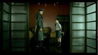 Un film di mark herman, 2008berlino, anni quaranta. bruno è bambino otto con larghi occhi chiari e una passione sconfinata per l'avventura, che di...