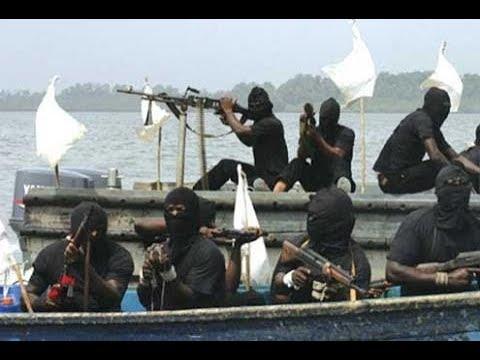 索馬裏海盜這次悲劇了,惹上戰鬥民族海軍,被虐的不是一般慘