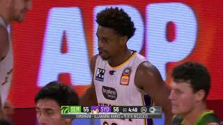 South East Melbourne Phoenix vs. Sydney Kings - Game Highlights screenshot 5