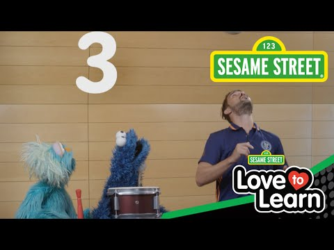 Sesame Street: David Villa Joins Cookie And Rosita!